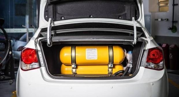 Fornecimento de gás natural veicular é retomado; combustível rende 50% a mais que o tradicional